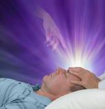 Πνευματική βοήθεια κατά τη διάρκεια μιας θεραπεύοντας συνόδου Στοκ εικόνα με δικαίωμα ελεύθερης χρήσης