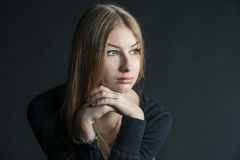 Πνευματικό πορτρέτο του ρωσικού όμορφου κοριτσιού με μακρυμάλλη Στοκ φωτογραφία με δικαίωμα ελεύθερης χρήσης