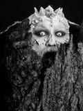 Πνεύμα του δασικού Goblin που φωνάζει με τα κέρατα στο κεφάλι Στοκ Εικόνες