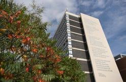 Ποίημα της κίνησης του Andrew δαφνοστεφών ποιητών τι εάν; στην πλευρά της οικοδόμησης του Owen στο πανεπιστήμιο του Σέφιλντ Halla στοκ εικόνα