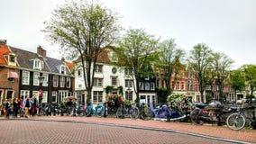 Ποδήλατα γεφυρών πόλεων του Άμστερνταμ Στοκ εικόνα με δικαίωμα ελεύθερης χρήσης