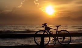 Ποδήλατα και ανατολή Στοκ φωτογραφίες με δικαίωμα ελεύθερης χρήσης