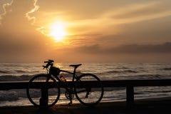 Ποδήλατα και ανατολή Στοκ Φωτογραφίες