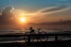 Ποδήλατα και ανατολή Στοκ φωτογραφία με δικαίωμα ελεύθερης χρήσης