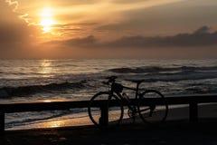 Ποδήλατα και ανατολή Στοκ Εικόνα