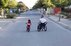 Ποδήλατο αναπηρικών καρεκλών στοκ εικόνες