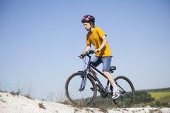 Ποδήλατο βουνών Αθλητισμός και υγιής ζωή ακραίος αθλητισμός BIC βουνών Στοκ Φωτογραφίες