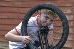 Ποδήλατο καθορισμού εφήβων Στοκ Εικόνες