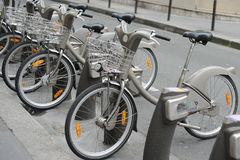 Ποδήλατο στη μίσθωση στο Παρίσι Στοκ εικόνα με δικαίωμα ελεύθερης χρήσης