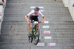 Ποδήλατο MTB που συναγωνίζεται στα σκαλοπάτια στην πόλη Ruzomberok, Σλοβακία Στοκ Φωτογραφίες