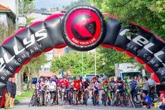 Ποδήλατο MTB που συναγωνίζεται στα σκαλοπάτια στην πόλη Ruzomberok, Σλοβακία Στοκ εικόνες με δικαίωμα ελεύθερης χρήσης