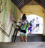 Ποδήλατο MTB που συναγωνίζεται στα σκαλοπάτια στην πόλη Ruzomberok, Σλοβακία Στοκ Εικόνες