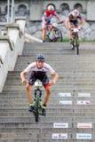 Ποδήλατο MTB που συναγωνίζεται στα σκαλοπάτια στην πόλη Ruzomberok, Σλοβακία Στοκ εικόνα με δικαίωμα ελεύθερης χρήσης