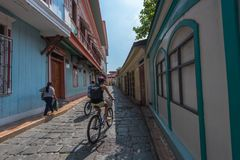 Ποδηλάτες σε έναν διπλανό δρόμο Στοκ Εικόνες
