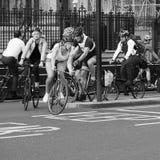 Ποδηλάτες στο Λονδίνο γραπτό Στοκ Εικόνες