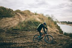 Ποδηλάτης στη φύση Στοκ Εικόνες
