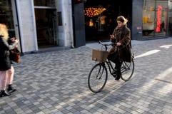ΠΟΔΗΛΑΤΑ ΚΑΙ ΛΩΡΊΔΑ ΛΕΩΦΟΡΕΊΟΥ ΣΤΗ ΔΑΝΙΑ Στοκ εικόνα με δικαίωμα ελεύθερης χρήσης