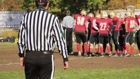 Ποδοσφαιριστές που στέκονται στον κύκλο για το κίνητρο και τις οδηγίες πριν από την αντιστοιχία φιλμ μικρού μήκους