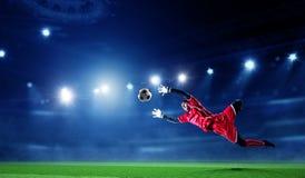 Ποδοσφαιριστής στο στάδιο στη δράση r στοκ φωτογραφίες με δικαίωμα ελεύθερης χρήσης