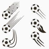 Ποδόσφαιρο ή ευρωπαϊκές πετώντας σφαίρες ποδοσφαίρου που τίθεται με τα ίχνη κινήσεων ταχύτητας Γραφικό σχέδιο για το αθλητικό λογ διανυσματική απεικόνιση