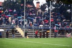 ποδόσφαιρο βροχής κάτω Στοκ Φωτογραφία