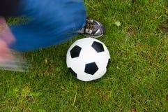 ποδόσφαιρο λακτίσματος Στοκ Εικόνα