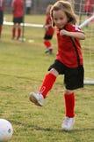 ποδόσφαιρο λακτίσματος στοκ φωτογραφίες