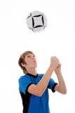 ποδόσφαιρο ποδοσφαίρου αγοριών Στοκ φωτογραφία με δικαίωμα ελεύθερης χρήσης