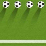 Ποδόσφαιρο ποδοσφαίρου στη χλόη στοκ εικόνες