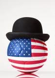 Ποδόσφαιρο που φορά ένα καπέλο σφαιριστών Στοκ φωτογραφία με δικαίωμα ελεύθερης χρήσης