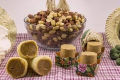 Ποικίλα γλυκά φυστικιών, χαρακτηριστικός Βραζιλιάνος Παραδοσιακό μέρος Junina στοκ φωτογραφία με δικαίωμα ελεύθερης χρήσης