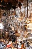 Ποικιλία των παλαιών οικιακών στοιχείων που συλλέγονται στην εκκλησία ως δώρο μέσα Στοκ Εικόνα