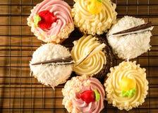 Ποικιλία Cupcake σε έναν κύκλο Στοκ Φωτογραφίες