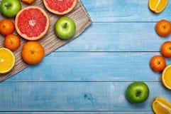 Ποικιλία του fruits- γκρέιπφρουτ, tangerines, μήλα και πορτοκάλια στοκ φωτογραφίες με δικαίωμα ελεύθερης χρήσης