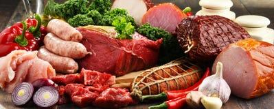 Ποικιλία των προϊόντων κρέατος συμπεριλαμβανομένου του ζαμπόν και των λουκάνικων Στοκ φωτογραφίες με δικαίωμα ελεύθερης χρήσης