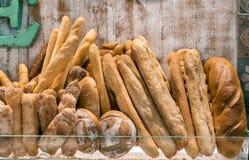 Ποικιλία των ψωμιών στο ράφι Στοκ Εικόνες