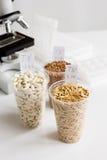 Ποιοτικός έλεγχος τροφίμων στο εργαστήριο κανένας Στοκ Φωτογραφία