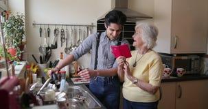 Ποιοτικός χρόνος με τη γιαγιά