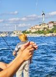 Πολίτες που αλιεύουν στο Bosphorus Ιστανμπούλ, Τουρκία στοκ εικόνες με δικαίωμα ελεύθερης χρήσης