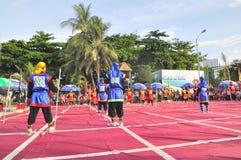 Πολεμικές τέχνες του ανθρώπινου σκακιού σε ένα φεστιβάλ στην παραλία της πόλης Nha Trang Στοκ φωτογραφία με δικαίωμα ελεύθερης χρήσης
