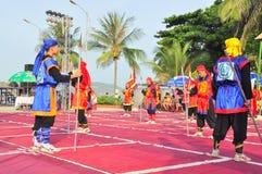 Πολεμικές τέχνες του ανθρώπινου σκακιού σε ένα φεστιβάλ στην παραλία της πόλης Nha Trang Στοκ Εικόνα