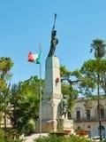 Πολεμικό αναμνηστικό μνημείο στην πλατεία Dante Alighieri Galatina, Apulia, Ιταλία Στοκ Φωτογραφίες