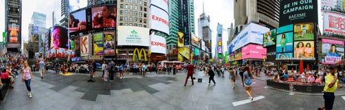 ΠΟΛΗ της ΝΕΑΣ ΥΌΡΚΗΣ - 15 Ιουνίου 2018: Η Times Square, είναι μια πολυάσχολη διατομή τουριστών της τέχνης και του εμπορίου νέου κ Στοκ Εικόνα