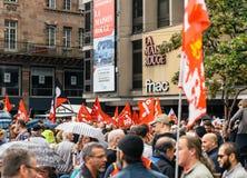 Πολιτικός Μάρτιος κατά τη διάρκεια μιας γαλλικής σε εθνικό επίπεδο ημέρας ενάντια στο Λα Macrow Στοκ Εικόνα