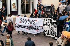 Πολιτικός Μάρτιος κατά τη διάρκεια μιας γαλλικής σε εθνικό επίπεδο ημέρας ενάντια στο Λα Macrow Στοκ Φωτογραφία