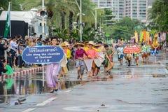 Πολιτιστική παρέλαση προώθησης που βαδίζει στη διεθνή αναθεώρηση στόλου στοκ φωτογραφία με δικαίωμα ελεύθερης χρήσης