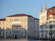 Πολλά αρχαία παλάτια στη Βενετία Ιταλία από τη βάρκα σε μεγάλο Cana Στοκ Φωτογραφία
