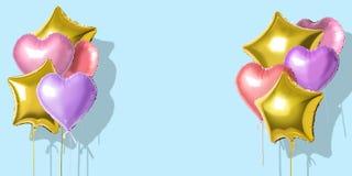 Πολλά ζωηρόχρωμα μπαλόνια φύλλων αλουμινίου ηλίου των διαφορετικών μορφών πέρα από το φωτεινό υπόβαθρο Ελάχιστη έννοια διακοπών απεικόνιση αποθεμάτων
