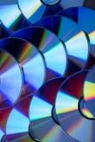 Πολλά μουσικά CD με ένα φάσμα ουράνιων τόξων των χρωμάτων όπως Στοκ εικόνα με δικαίωμα ελεύθερης χρήσης