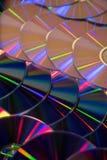 Πολλά μουσικά CD με ένα φάσμα ουράνιων τόξων των χρωμάτων όπως Στοκ φωτογραφία με δικαίωμα ελεύθερης χρήσης